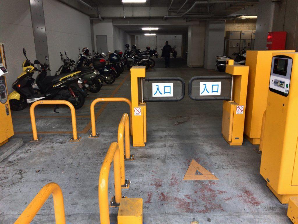 博多駅南自動二輪駐車場入口ゲート